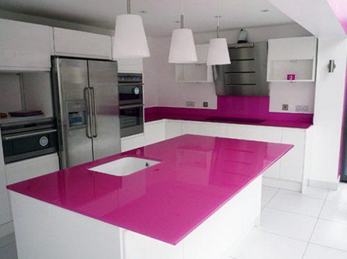Kính màu ốp bếp màu hồng tím