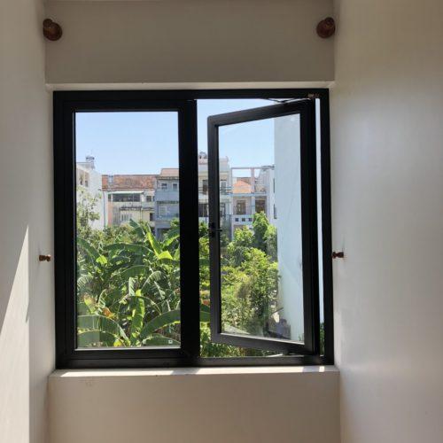 cửa sổ mở hất ( mở quay) 2 cánh