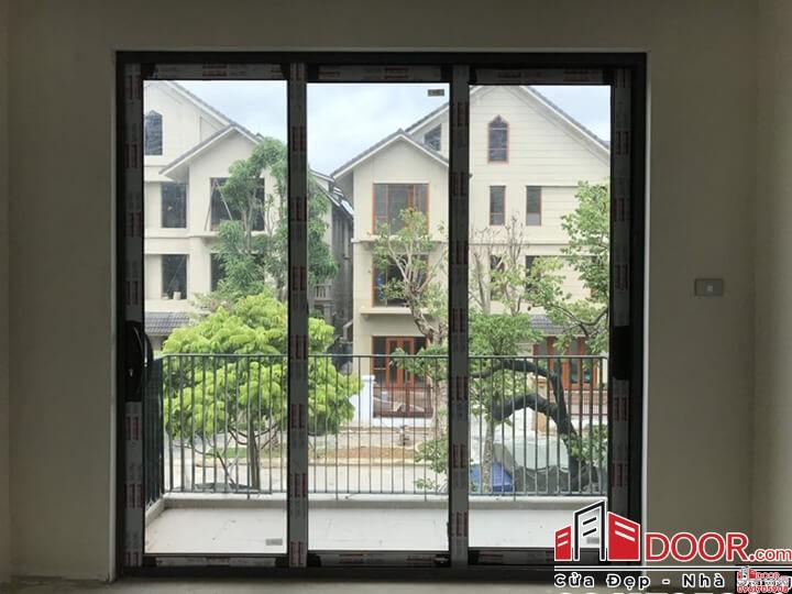 cửa đi mở trượt 3 ray Nhà Xinh Door đã thi công