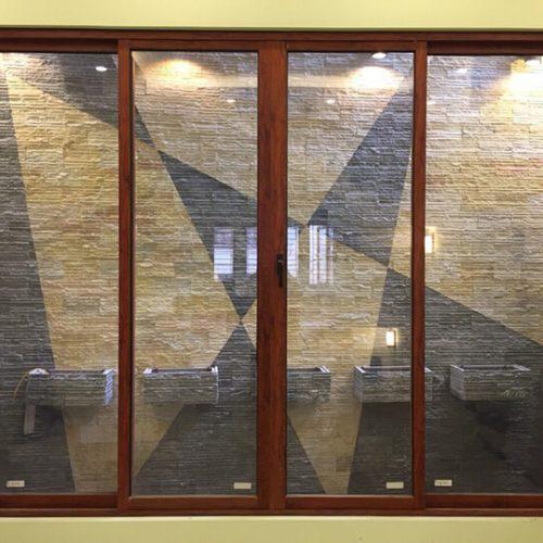 cửa sổ mở trượt vân gỗ