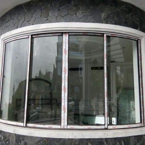 cửa sổ mở trượt uốn cong