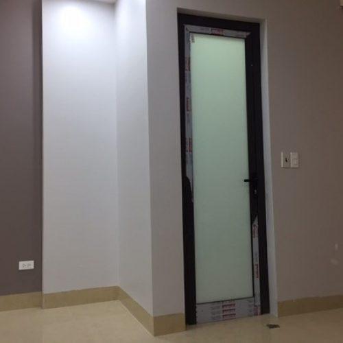 Cửa mở quay nhà WC
