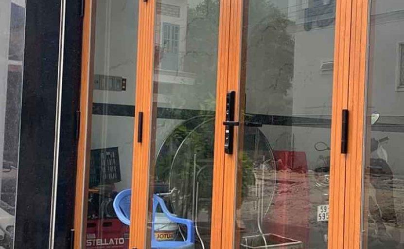 cửa nhôm xingfa vân gỗ